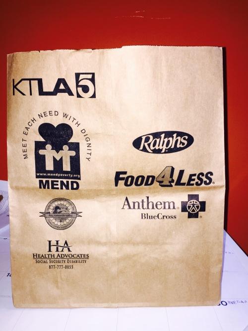 El Servicio Postal de Estados Unidos (USPS) colocó bolsas como éste en buzones  la semana pasada. Alimentos no perecederos recolectados en estos o cualquier bolsa o caja y colocadas cerca de los buzones el 9 de mayo serán recogidos y entregados a MEND.
